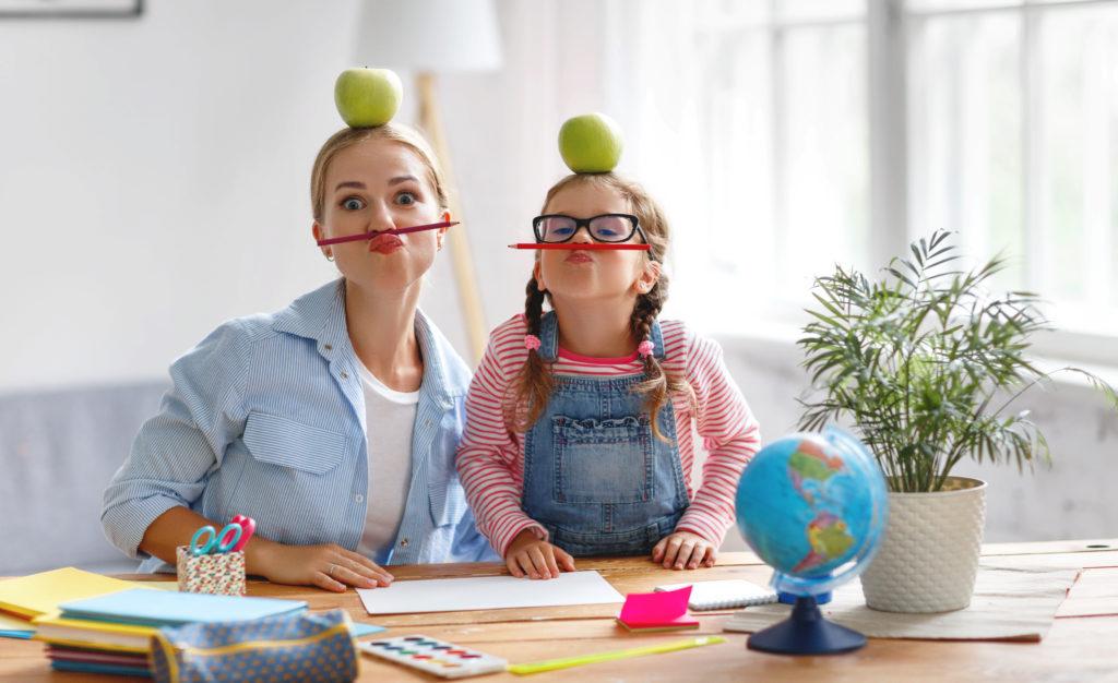 maman et sa fille s amusent